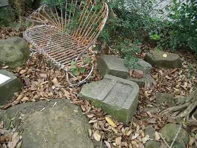 放置される碑