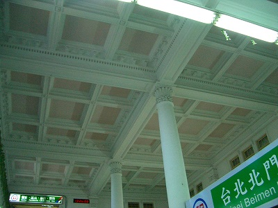 とても美しい天井の格子と柱