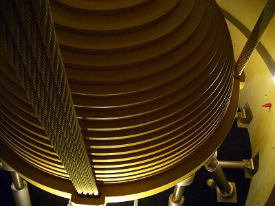 免震システムの要の鉄球