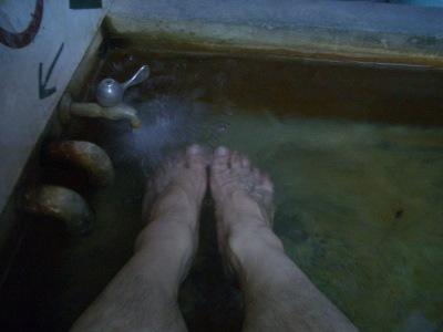 とても暑い足湯